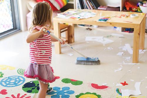چگونه کودکان خود را تشویق کنیم تا اتاقشان را مرتب کنند